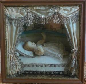 Enfant Jésus en cire habillée. Carmel de Beaune, début XIXème