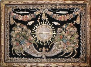 Reliquaire XVIIIème. Cornes d'abondances autour d'une relique.