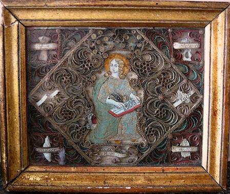 Reliquaire à papiers roulés début XVIIIe : Image habillée de SaintJean l'évangéliste avec son aigle